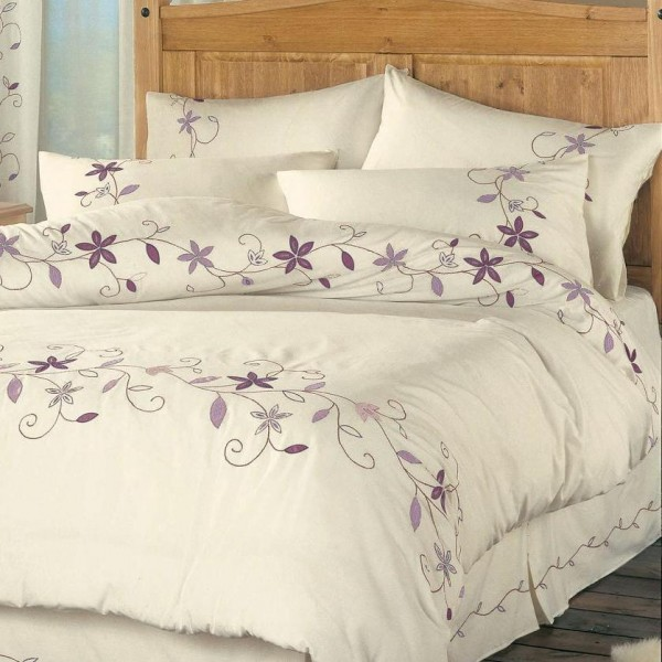 Set of embroidered bed sheets and duvet cover to coordinate