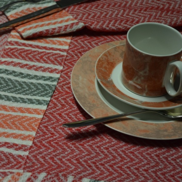 Jacquard tablecloths and table runners