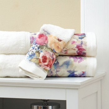 Bath towel with floral jacquard border