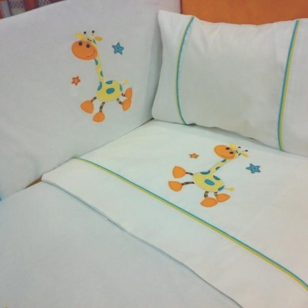Embroidered bed or crib baby set. Bumper, duvet cover and bed sheets in 100% pure cotton