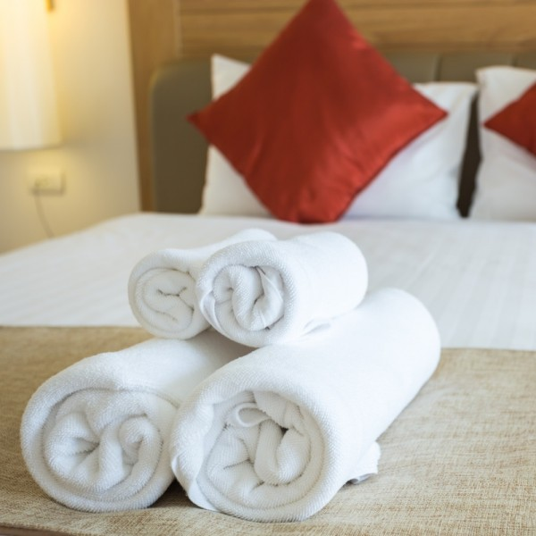 Bath towels, face towels, guest towels in white terry cotton