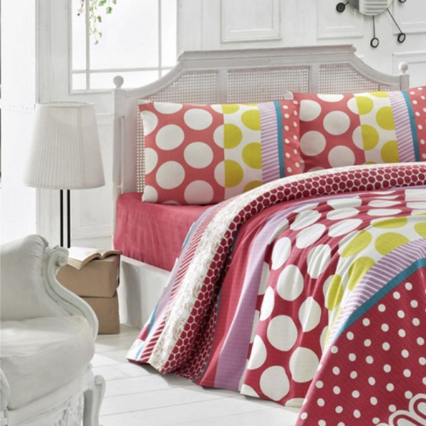Set of plain bed sheets to coordinate with digital print duvet cover